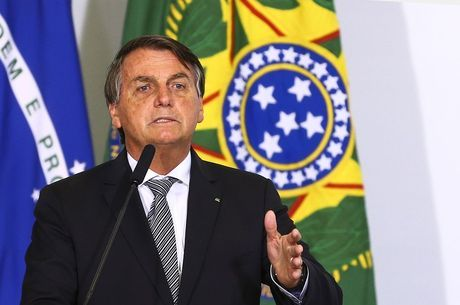 Na imagem, Jair Bolsonaro participa de cerimônia em Brasília