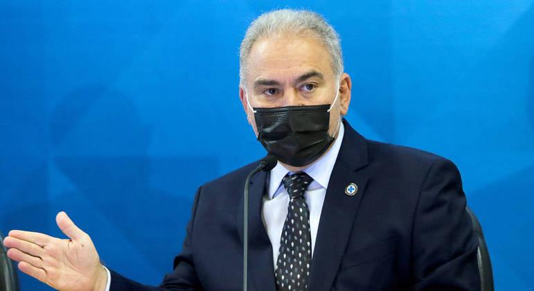 O ministro da Saúde, Marcelo Queiroga, fala à imprensa sobre a vacinação contra a Covid-19