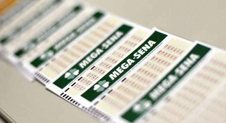 Boletos da Mega-Sena; apostador tem último dia para retirar prêmio