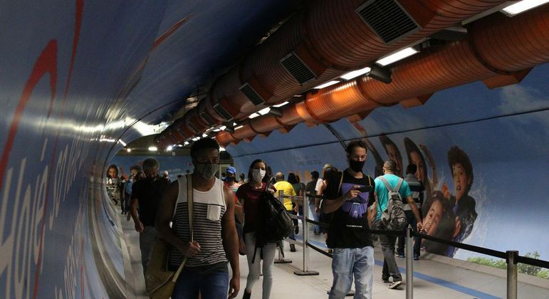 Usuários do transporte público durante a fase emergencial da covid-19 em São Paulo