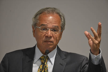 Guedes promete atacar 'fortemente' o desemprego