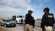 Presos por tráfico batem em carro da polícia em Ourinhos (SP)