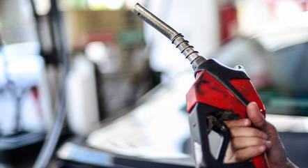 Alta do dólar levou ao aumento da gasolina