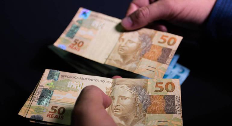 Segundo o INSS, 31 milhões de segurados neceberão a primeira parcela do abono, o equivalente a R$ 25,3 bilhões