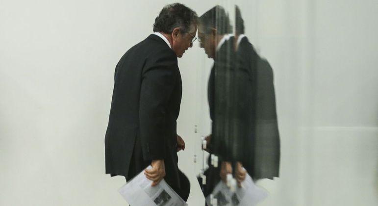 Ministro se aposentará com 75 anos, idade limite para servidores públicos