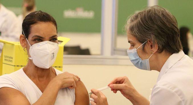 Vacinação contra covid-19 aos profissionais da saúde do Hospital das Clínicas