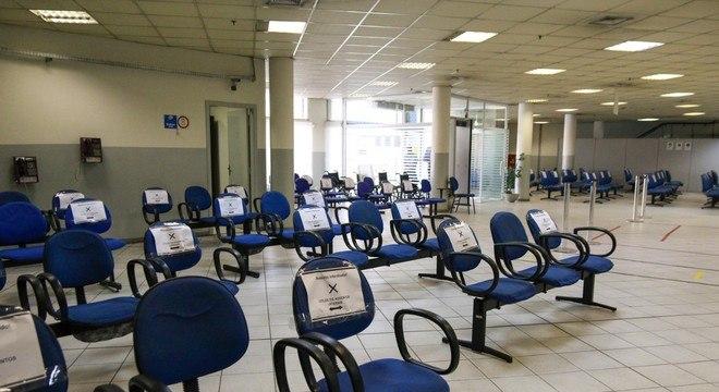 Agência do INSS em São Paulo com medidas de distanciamento
