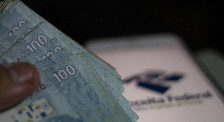 Aposentado com mais de 65 anos tem um limite de isenção anual de R$ 24.751,74