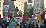 Protesto contra o presidente Jair Bolsonaro, com início na Prefeitura de Porto Alegre (RS), neste sábado (03). As pautas reivindicadas pelo protesto são vacina para todos, moradia, alimentação, trabalho, renda e auxílio para as famílias necessitadas. Além do repúdio ao governo pelas mortes causadas pela COVID-19