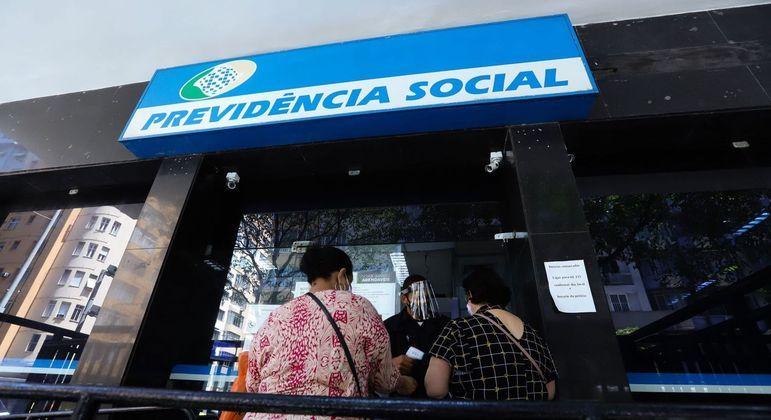 Mulher guardou cerca de R$ 15 mil recebidos do INSS durante seis meses para se desaposentar