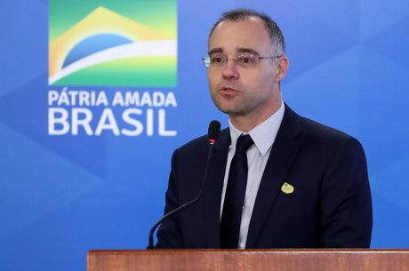 Brasileiro não sabe o que é viver em segurança', diz Mendonça em ...