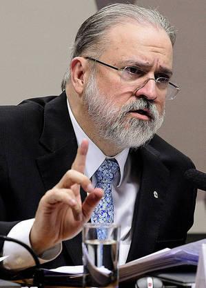 """PGR defende """"temperança"""" para conter avanço da crise"""