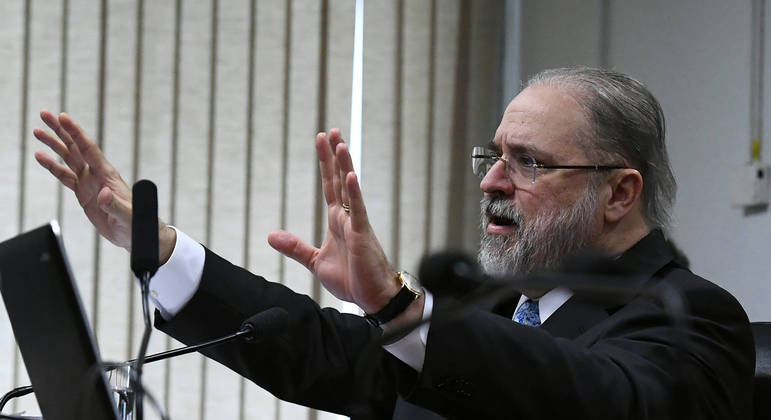 Augusto Aras tem travado sozinho a batalha pela permanência no cargo de PGR