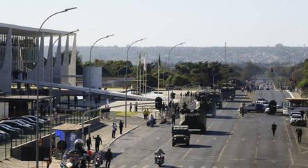 Desfile foi visto como tentativa de intimidar o Congresso