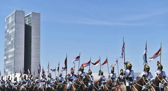 Batalhão da Guarda Presidencial em desfile diante do Congresso Nacional.