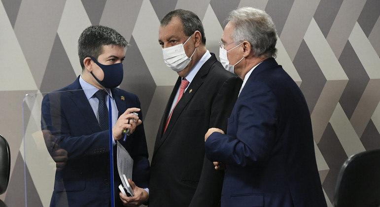 Senadores Randolfe Rodrigues, Omar Aziz e Renan Calheiros assinam nota pública
