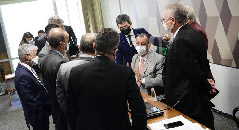 Senadores analisam áudios e outras provas que a CPI tem contra Marconny Albernaz