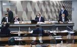 Mesa:  advogado Walter José Faiad de Moura;  sócio da empresa de logística VTCLog, Raimundo Nonato Brasil;  presidente da CPIPANDEMIA, senador Omar Aziz (PSD-AM);  relator da CPIPANDEMIA, senador Renan Calheiros (MDB-AL).     Foto: Edilson Rodrigues/Agência Senado