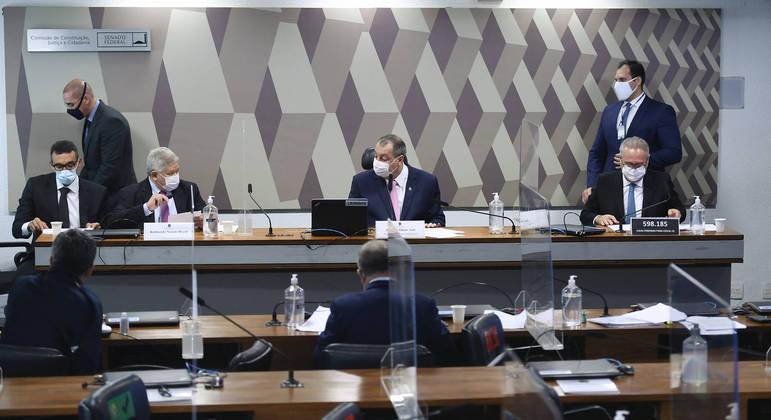 Senadores cobraram Conitec as razões do parecer que excluiria de vez medicamentos sem eficácia de protocolo ambulatorial contra a Covid saiu da pauta