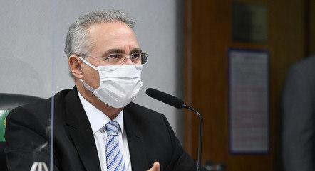 Renan durante reunião da CPI do Senado