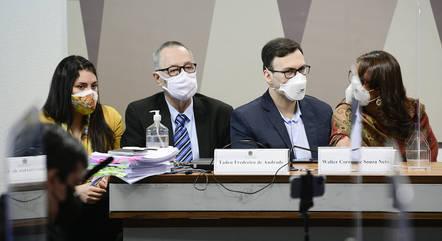 """Operadora afirma que médicos teriam prescrito o """"kit Covid"""" a si próprios e a familiares"""