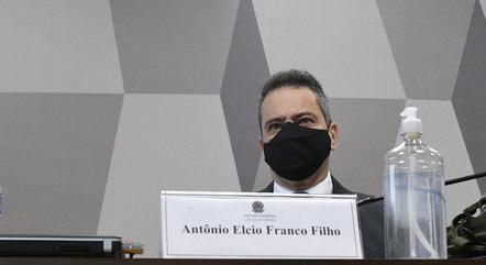 Pfizer exigia assinatura de Bolsonaro, diz Elcio