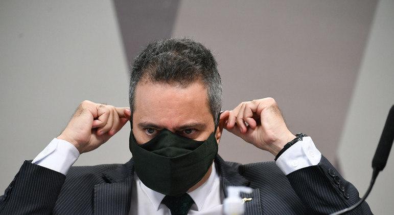 Elcio Franco foi apontado como o responsável por decisão final na compra de vacinas