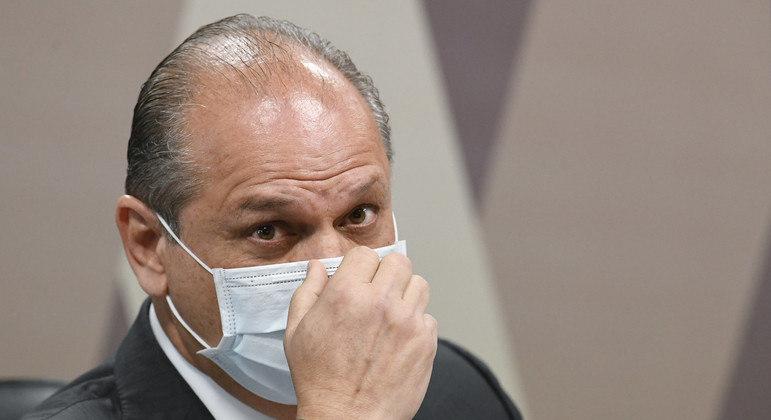 À mesa, líder do governo na Câmara, deputado Ricardo Barros (PP-PR)