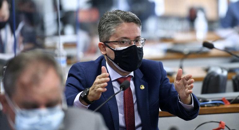 Senador Alessandro Vieira pede suspensão de licitação para compra de aparelho espião