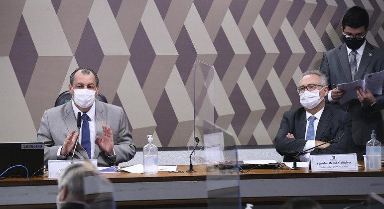 O presidente da CPI, senador Omar Aziz (PSD-AM) e o relator, senador Renan Calheiros (MDB-AL)