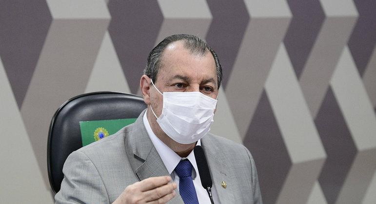 """Bolsonaro compartilha vídeo de""""Show do Milhão"""" de Omar Aziz"""