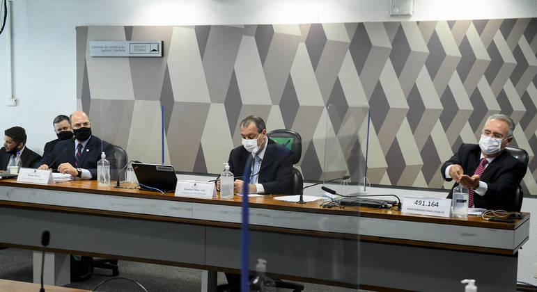 Ex-governador do Rio Wilson Witzel (à esq.) pediu sessão secreta com os titulares da CPI