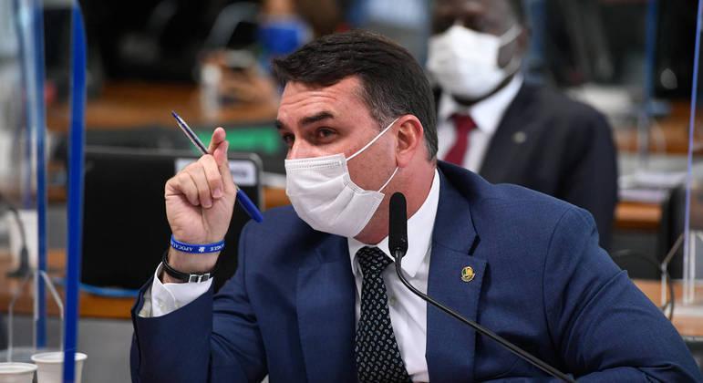 Senador Flávio Bolsonaro durante depoimento do ex-governador do Rio Wilson Witzel