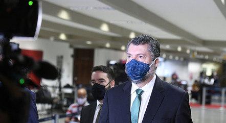 Araújo bateu boca com senadores em março