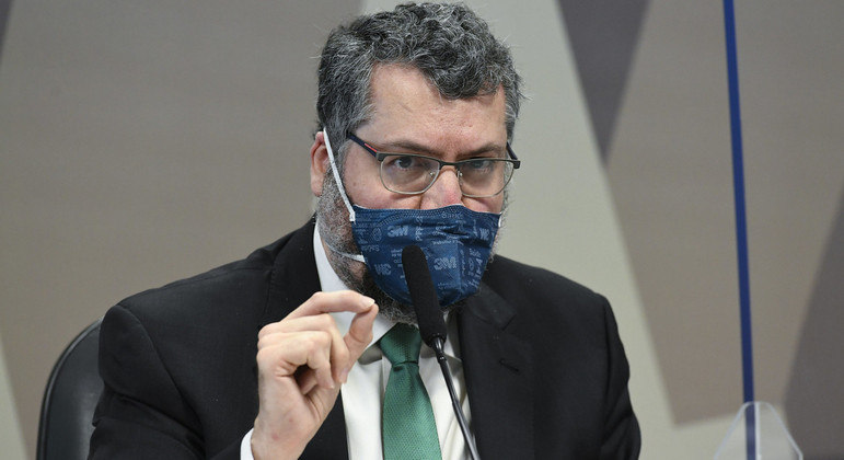 O ex-ministro Ernesto Araújo alega que as justificativas para as quebras de sigilo são 'muito frágeis'
