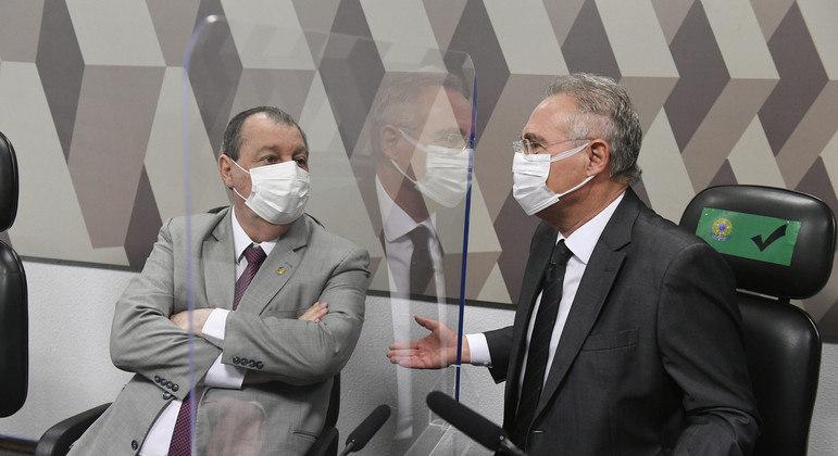 Relator da CPI da Covid, Renan Calheiros (à esq.) negou-se a fazer perguntas a 2 médicos na sessão de hoje