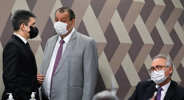 Randolfe Rodrigues e Omar Aziz, vice-presidente e presidente da CPI, e o relator Renan Calheiros