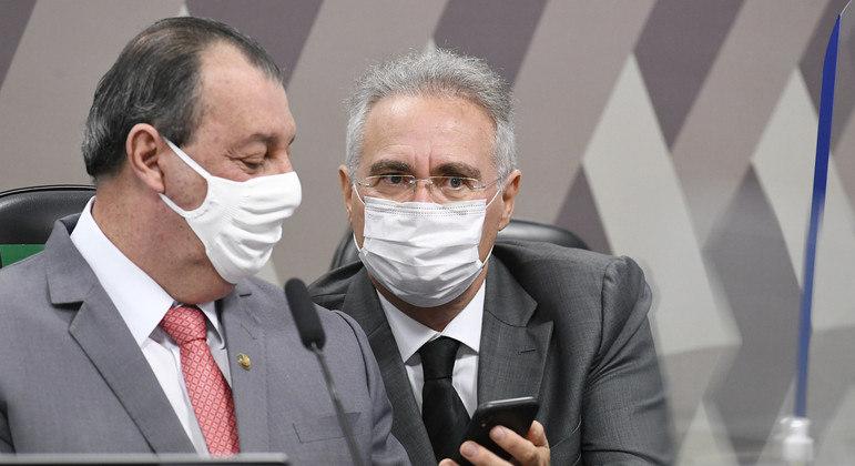 Omar Aziz e Renan Calheiros na Mesa Diretora da CPI