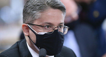 Senador Alessandro Vieira pede que Luana Araújo seja ouvida pela comissão