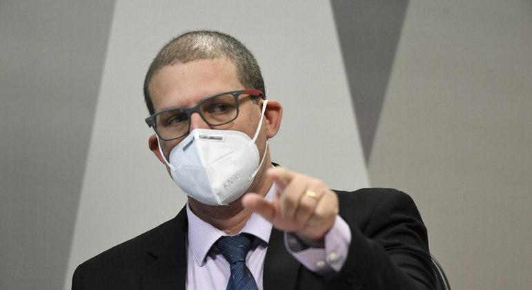 Média móvel de casos está em 77.328 , próxima a do pior momento da pandemia em março