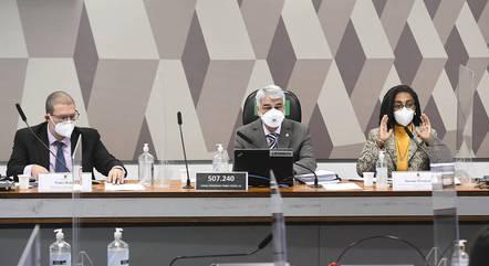 Na imagem, Pedro Hallal e Jurema Werneck na CPI