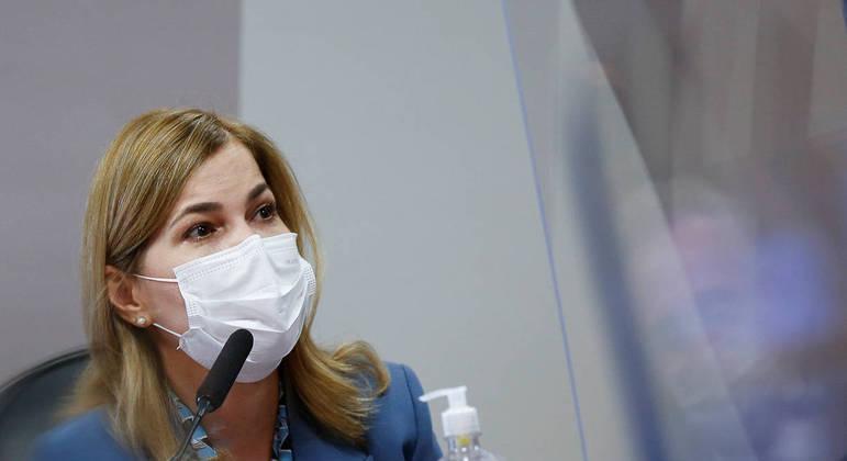 A secretária Mayra Pinheiro durante depoimento à CPI nesta terça (25)