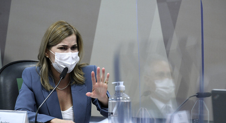 Secretária defendeu que a tese de contaminar população nunca foi seguida no ministério