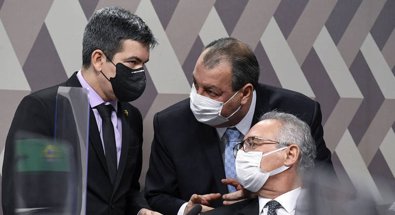 Senadores Randolfe Rodrigues (Rede-AP), Omar Aziz (PSD-AM) e Renan Calheiros (MDB-AL)