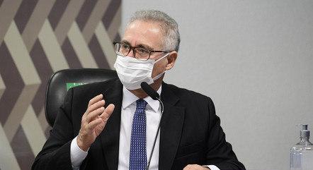 Renan critica postura do atual ministro da Saúde