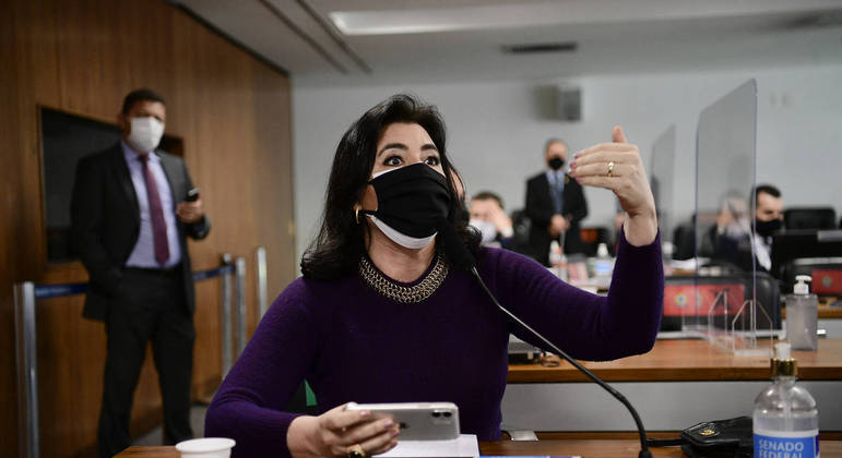 Senadora Simone Tebet (MDB-MS) aponta erros de inglês em documento da Covaxin
