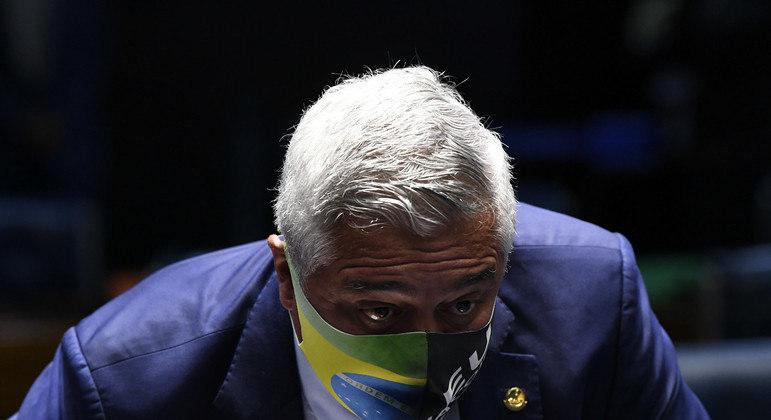 Senador estava internado desde o começo de março, em hospital de São Paulo