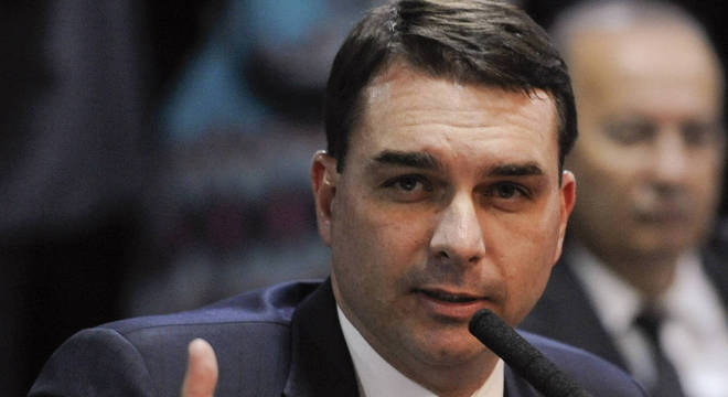 Na imagem, senador Flávio Bolsonaro (Republicanos-RJ) durante sessão