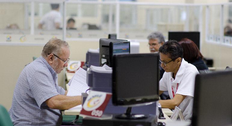 Nível de endividamento da população atingiu 71% em julho, recorde na série histórica