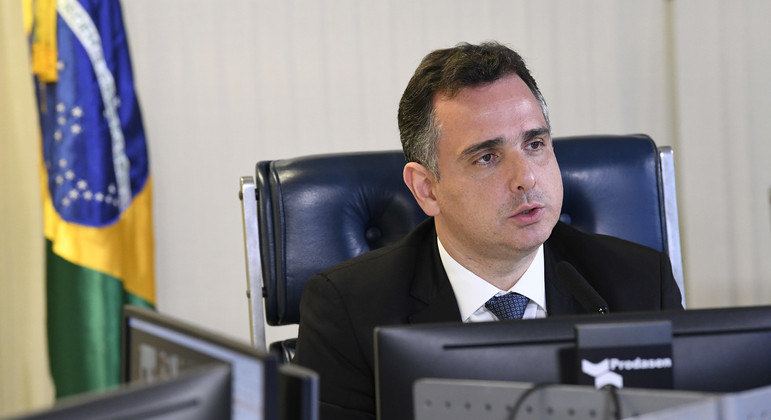Pacheco durante sessão deliberativa remota do Senado